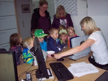 In der Gemeindeverwaltung lernten die Kinder der Kita Fliegenpilz gleich mehrere Berufe kennen.